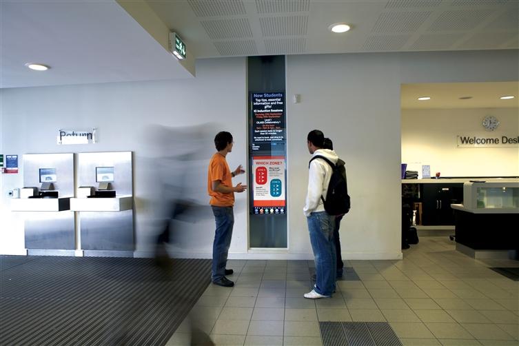digital signage 2